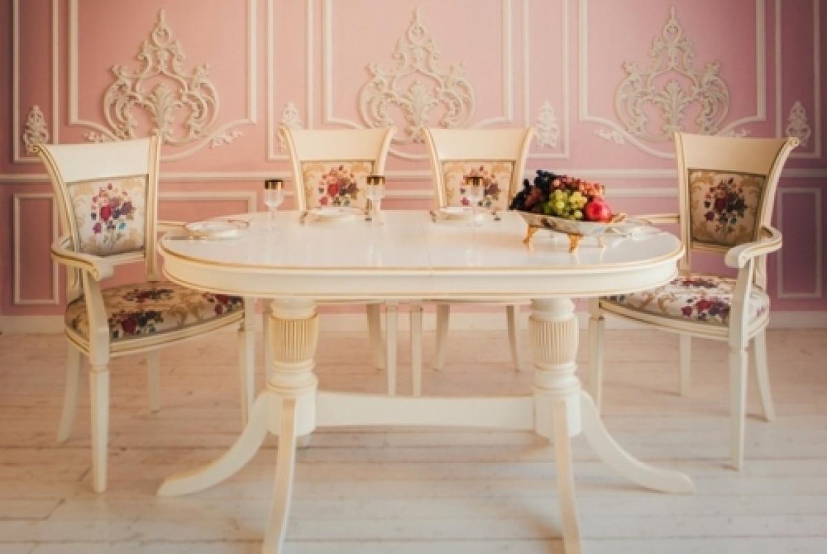 стулья и столы в классическом стиле